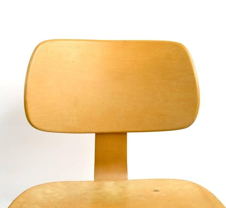 Pair of Thonet Mid Century Bentwood Chairs For Sale 3