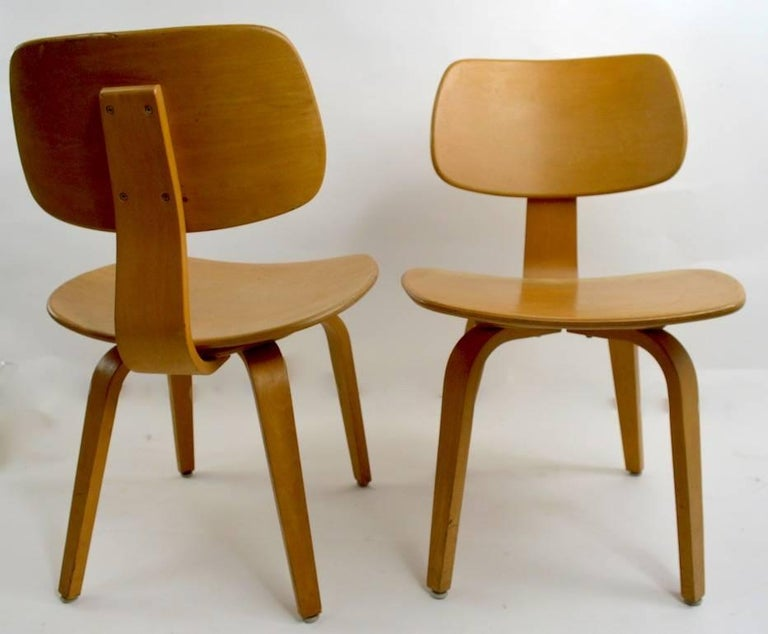 Pair of Thonet Mid Century Bentwood Chairs For Sale 1