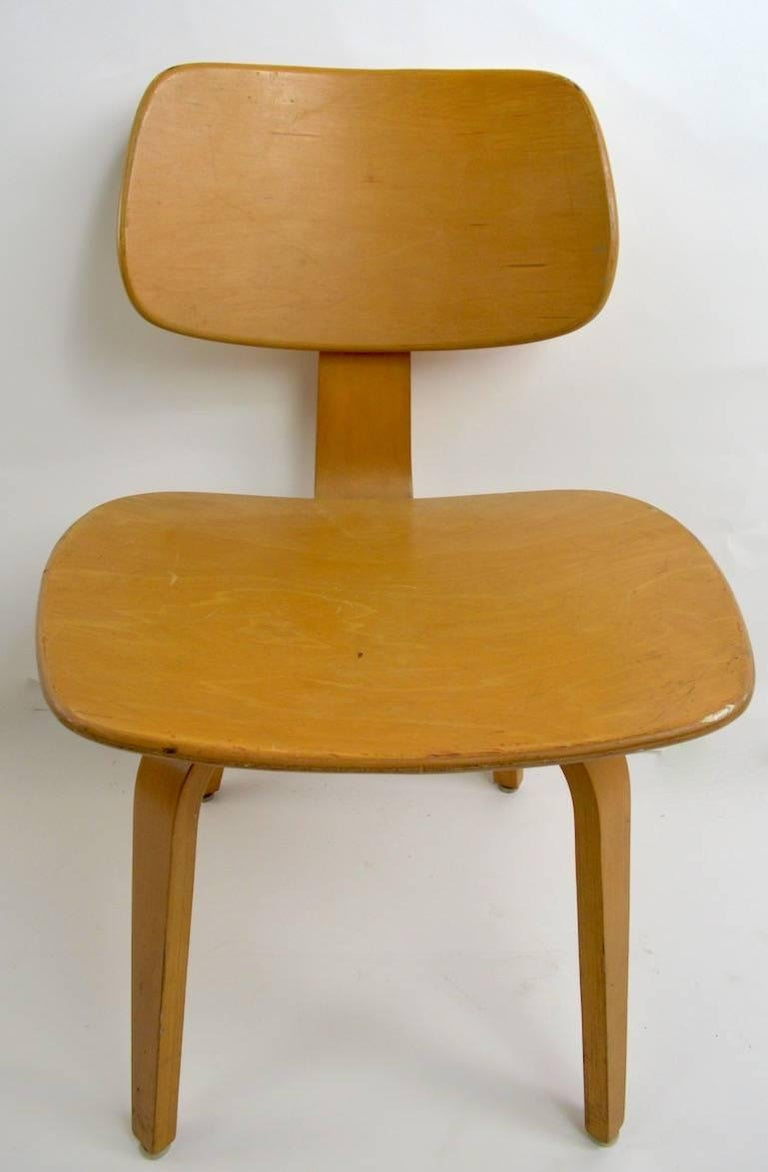 Mid-Century Modern Pair of Thonet Mid Century Bentwood Chairs For Sale