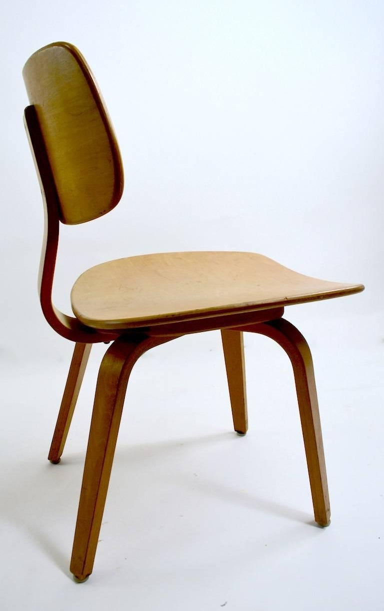 Pair of Thonet Mid Century Bentwood Chairs In Good Condition For Sale In New York, NY