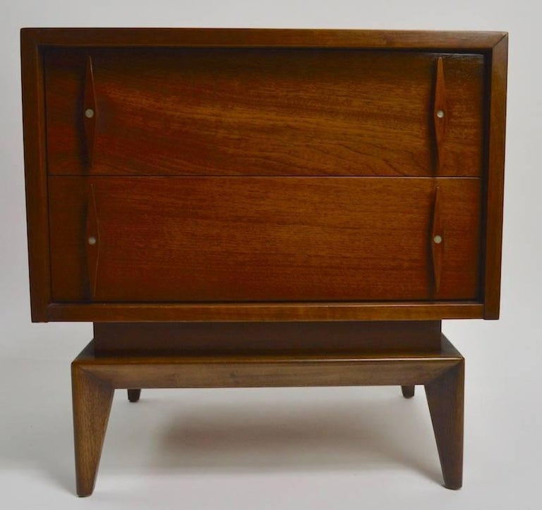 20th Century Pair of Mid-Century Modern Nightstands by American of Martinsville For Sale