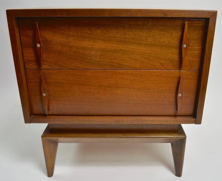 Pair of Mid-Century Modern night tables by American of Martinsville. Both show cosmetic wear to finish, variation in color etc to finish, as shown. Designed for use as nightstands, suitable for use as end tables as well.