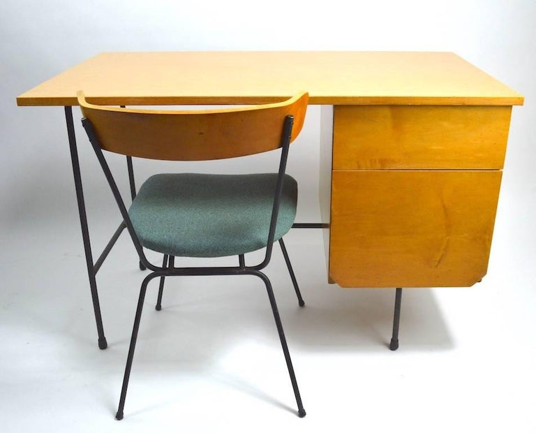 Mid Century Desk and Chair Attributed to Pascoe For Sale 3