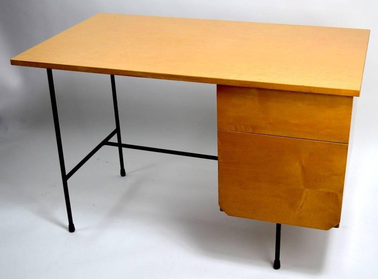 Mid Century Desk and Chair Attributed to Pascoe In Excellent Condition For Sale In New York, NY