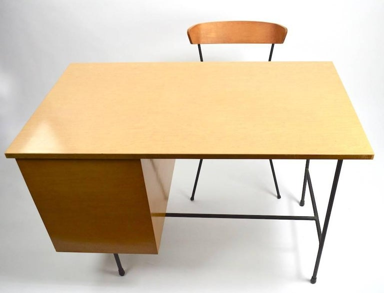 Mid Century Desk and Chair Attributed to Pascoe For Sale 5