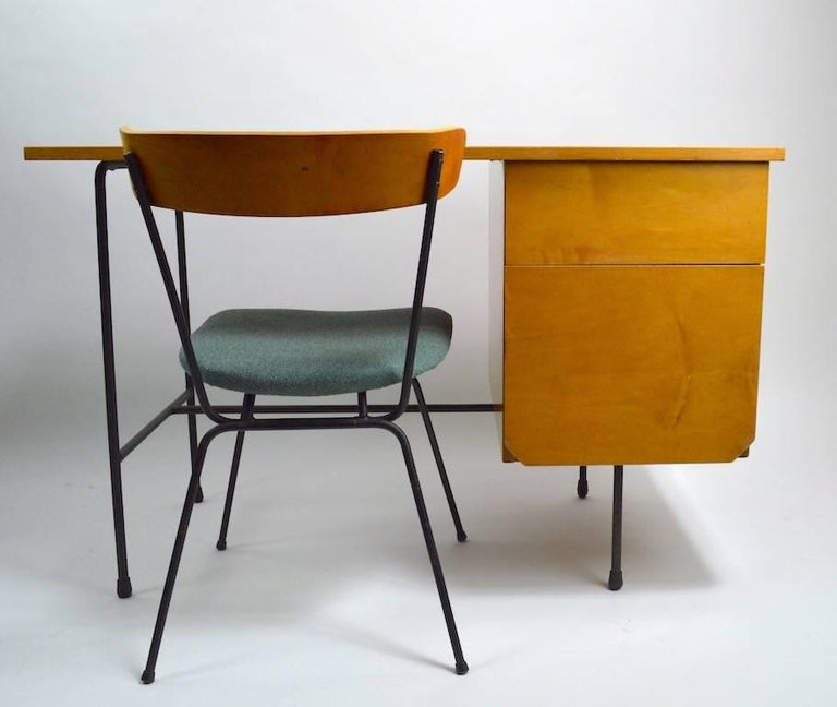 Mid Century Desk and Chair Attributed to Pascoe For Sale 4