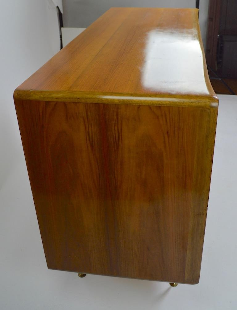 Elegant Mid Century Two-Door Chifforobe Dresser after Ponti For Sale 2