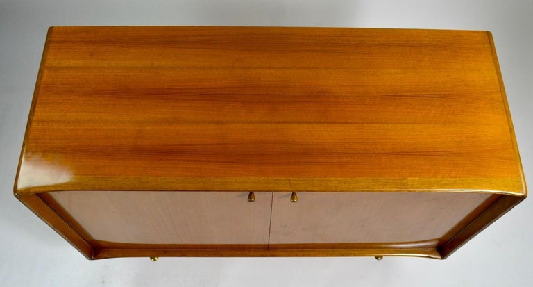 Elegant Mid Century Two-Door Chifforobe Dresser after Ponti For Sale 5