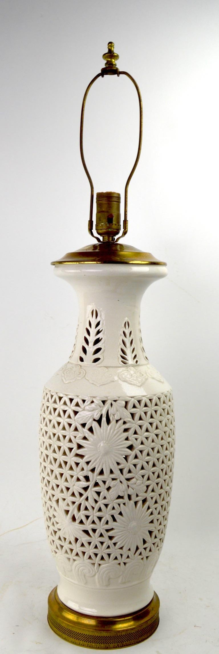 Decorative 20th century Blanc de Chine reticulated table lamp, in fine, original, working condition. Height to top of lamp body (without harp) 19 inch. Shade not included.