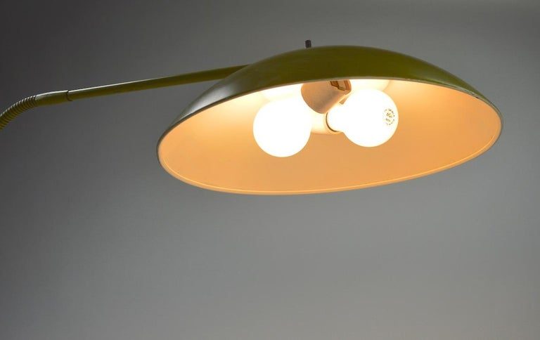 Mid Century Gooseneck Floor Lamp Attributed to Lightolier In Fair Condition For Sale In New York, NY