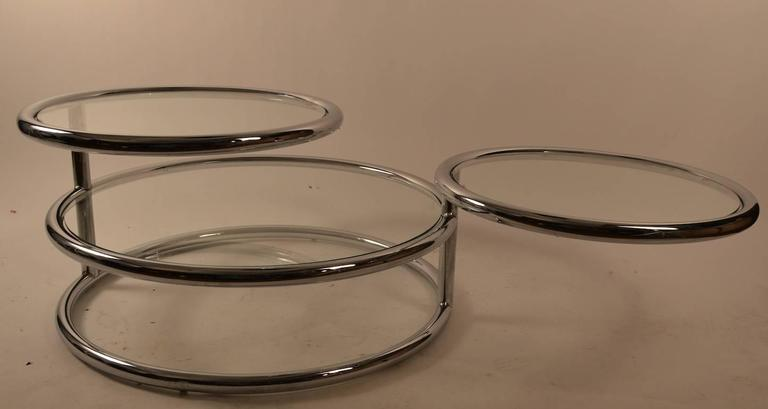 Chrome Mechanical Disk Table In Good Condition For Sale In New York, NY