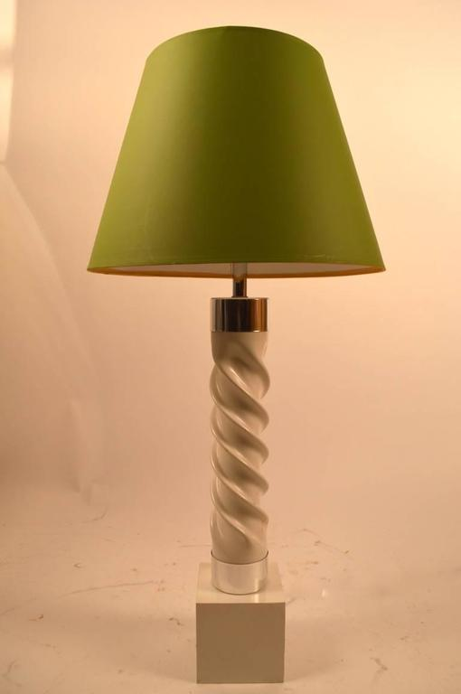 Pair of White and Chrome Twist Lamps In Good Condition For Sale In New York, NY