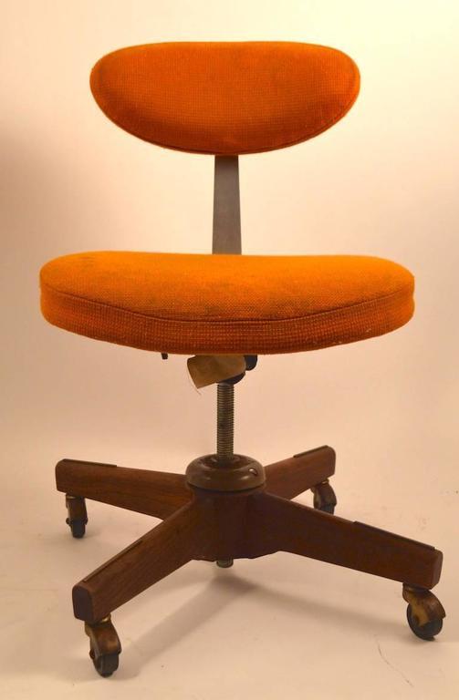 Jens Risom Swivel Desk Chair In Fair Condition In New York, NY