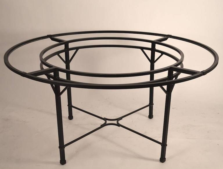 Brown Jordan Venetian Umbrella Table In Excellent Condition For Sale In New York, NY