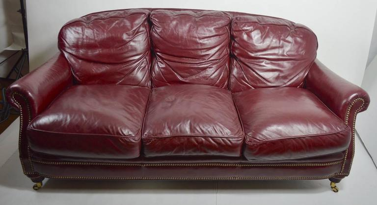 Classic Leather Sofa Couch In Good Condition For Sale In New York, NY