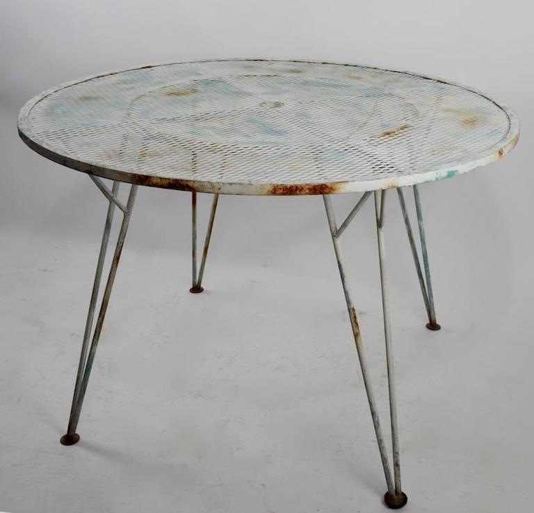 Mid-Century Modern Architectural Metal Mesh Garden Dining Table Attributed to Salterini For Sale
