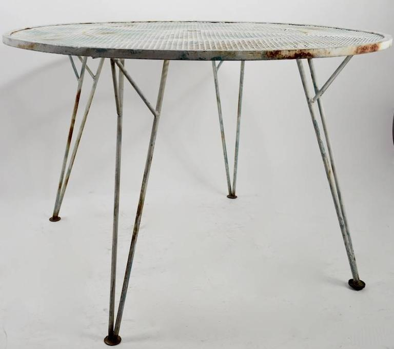 American Architectural Metal Mesh Garden Dining Table Attributed to Salterini For Sale