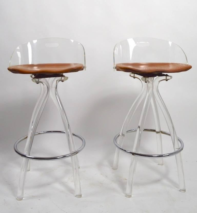 Lucite and Wood Bar with Stools In Good Condition For Sale In New York, NY