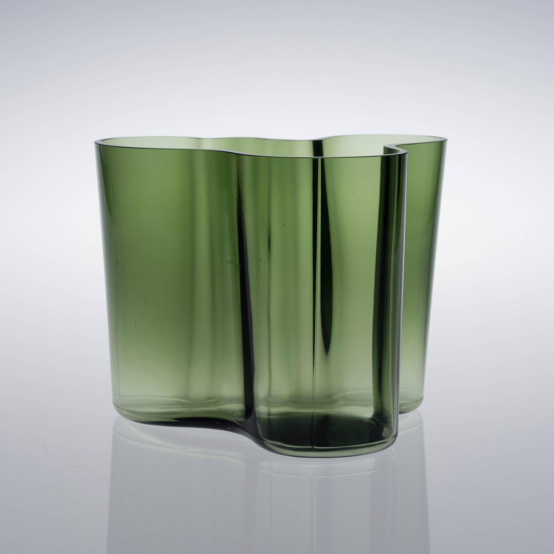 iconic vase by alvar aalto model savoy for sale at 1stdibs. Black Bedroom Furniture Sets. Home Design Ideas
