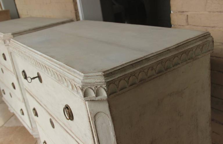Swedish Gustavian Style Pair of Painted Bedside Chests 3