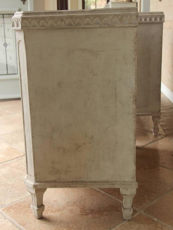 19th Century Swedish Gustavian Style Pair of Painted Bedside Chests For Sale