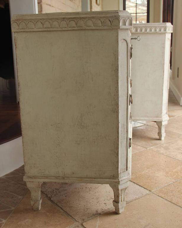 Swedish Gustavian Style Pair of Painted Bedside Chests 4