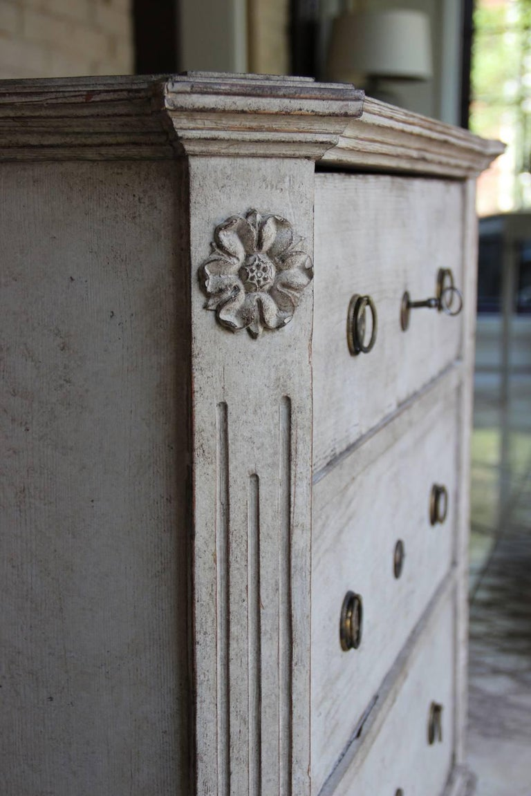 Hand-Crafted 19th Century Swedish Gustavian Style Pair of Painted Bedside Chests For Sale
