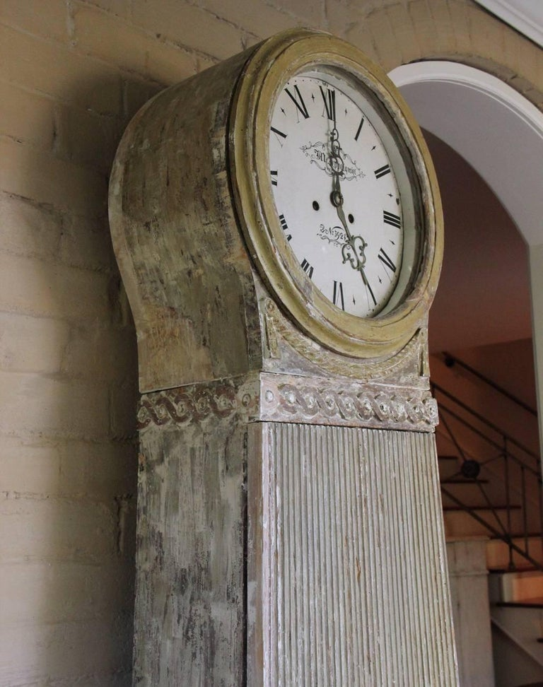 18th Century Swedish Gustavian Mora Working Tall Case Clock in Original Paint For Sale 2