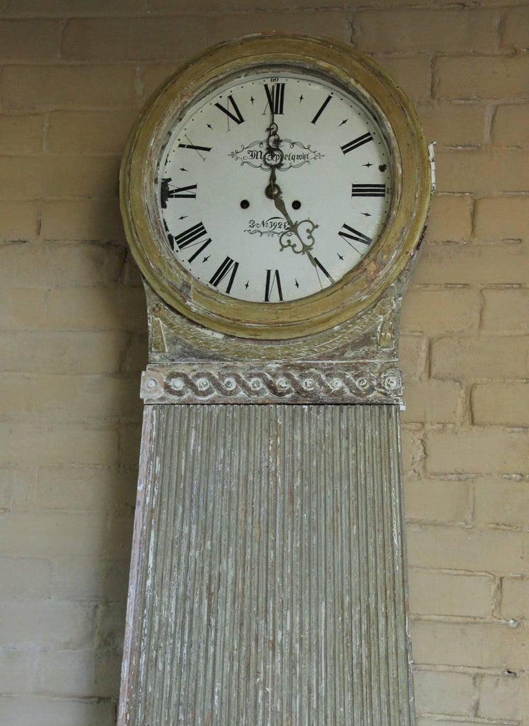 Hand-Crafted 18th Century Swedish Gustavian Mora Working Tall Case Clock in Original Paint For Sale