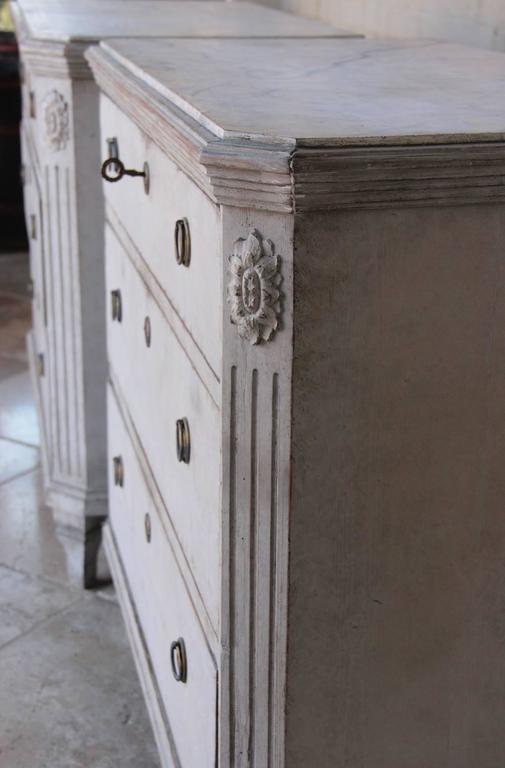 19th Century Swedish Gustavian Style Pair of Painted Bedside Chests 3