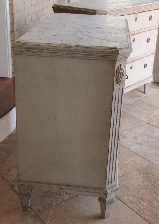 19th Century Swedish Gustavian Style Pair of Painted Bedside Chests 7