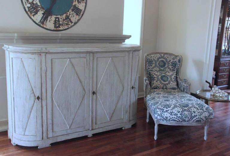 19th Century Swedish Gustavian Painted Sideboard Cabinet with Reeded Lozenges 3