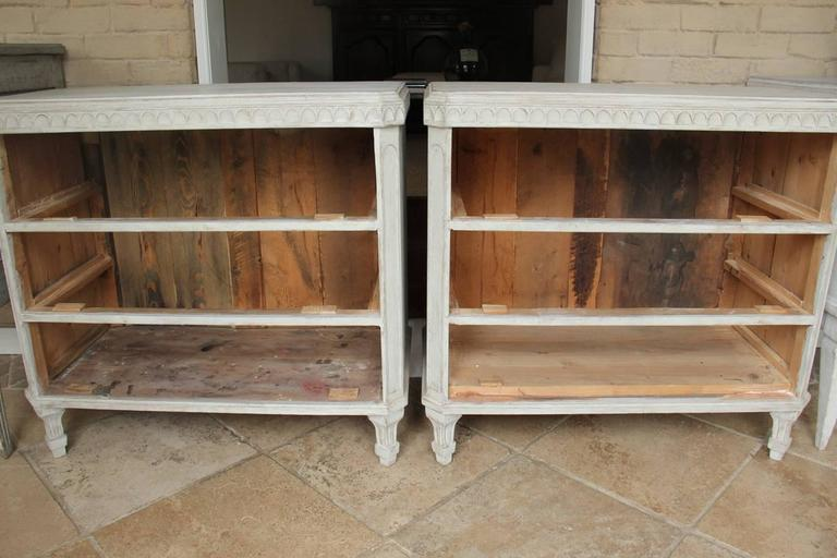 Swedish Gustavian Style Pair of Painted Bedside Chests For Sale 2