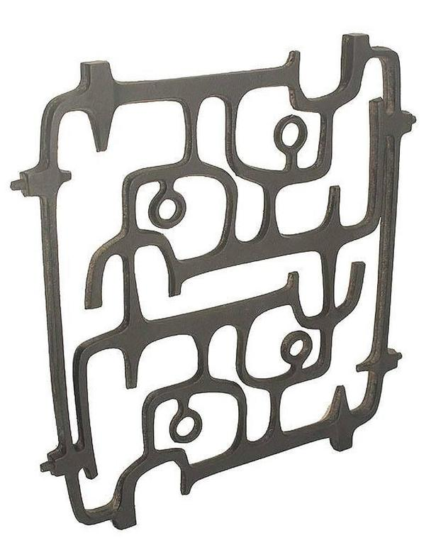 MidCentury Cast Iron Wall Sculpture, 1960s Modernist Design, Moore Capron Era In Excellent Condition For Sale In Bremen, DE