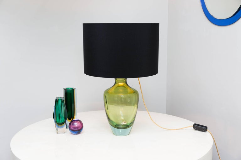 Rare table lamp by Seguso Vetri D´Arte, Murano, Italy, circa 1950. Blown heavy Murano glass in color turquoise, green, light green. Brass plate and brass bulb holder mounted on the Vase body. Signed with the original Seguso paper label. This lamp