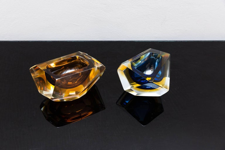 Mid-Century Modern Set of Two Murano Glass, Bowls by Sommerso, Italy, circa 1960 For Sale
