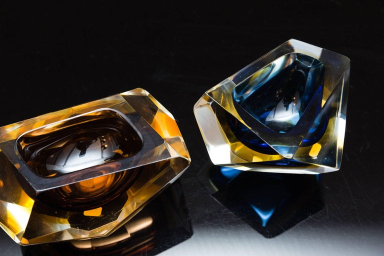 Italian Set of Two Murano Glass, Bowls by Sommerso, Italy, circa 1960 For Sale