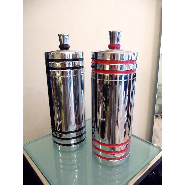 Pair art deco cocktail shakers by chase usa 1930s at 1stdibs for Cocktail usa