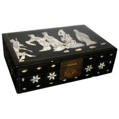 Asiatische Schmuckbox mit Schwarzem Lack und Perlmutt