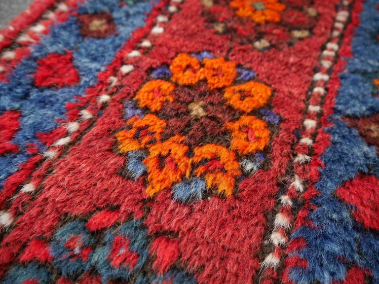 Shirvan Caucasian Vintage Carpet with Vibrant Colors Red Blue Orange Green In Good Condition For Sale In Lohr, Bavaria, DE