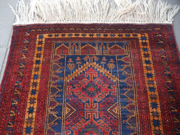 Vintage Balouch Tribal Prayer Rug Blue and Rust Color In Excellent Condition For Sale In Lohr, Bavaria, DE