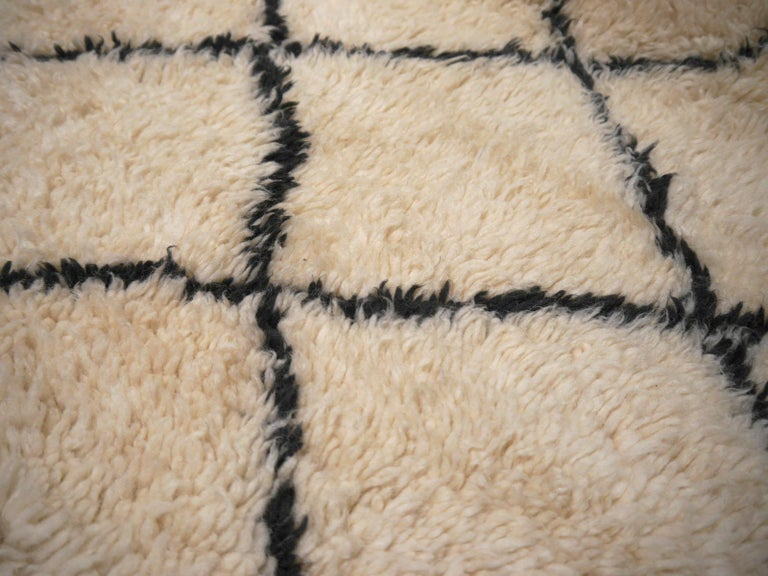 Moroccan Berber Rug Beni Ourain Diamond Design White Black Colors In Excellent Condition For Sale In Lohr, Bavaria, DE