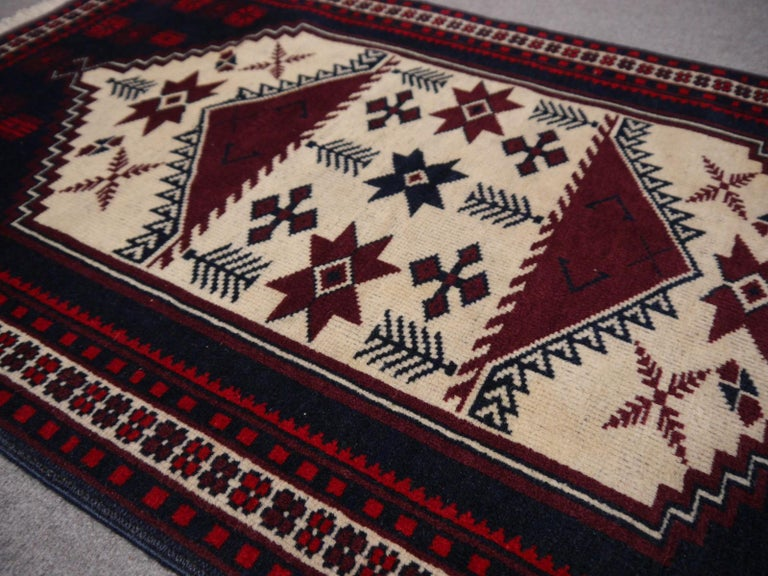 Vintage Turkish Rug Slightly Worn Distressed Industrial Look Hand-Knotted In Good Condition For Sale In Lohr, Bavaria, DE