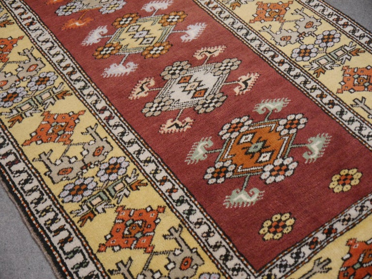 Vintage Turkish Rug Hand-Knotted In Excellent Condition For Sale In Lohr, Bavaria, DE