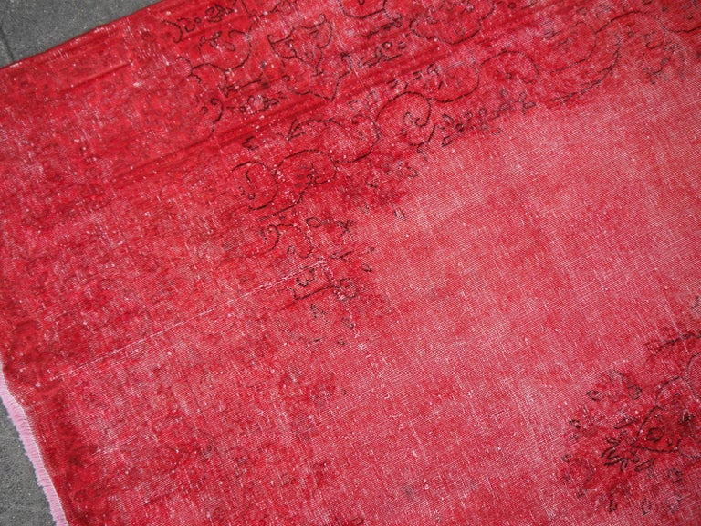 Overdyed Red Turkish Vintage Rug with Industrial Look In Good Condition For Sale In Lohr, Bavaria, DE