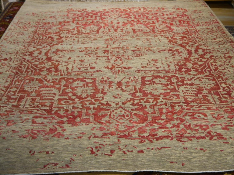 Heriz Modern Design Area Rug Gray, Beige, Red, Salmon, Hand Knotted Wool Silk In New Condition For Sale In Lohr, Bavaria, DE