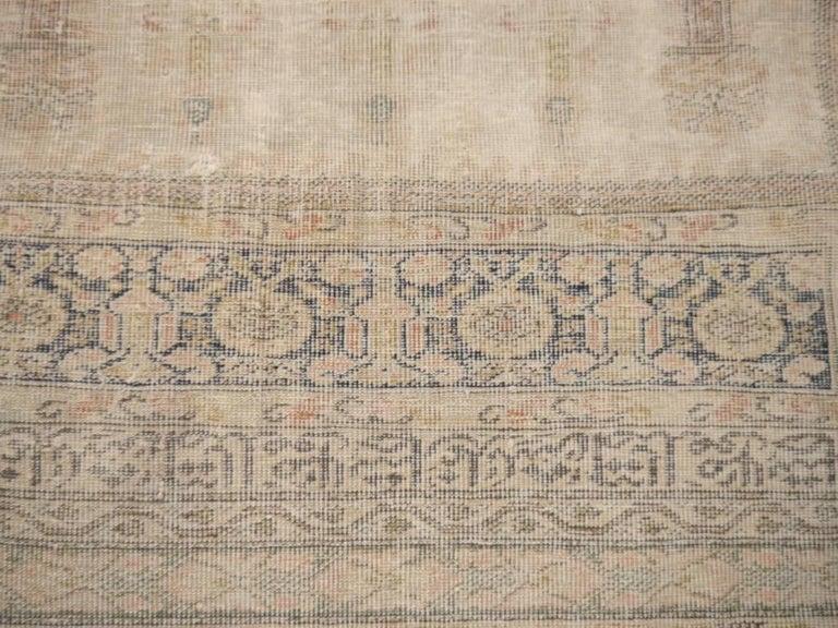 Antique Turkish Distressed Bandirma Silk Prayer Rug In Distressed Condition For Sale In Lohr, Bavaria, DE