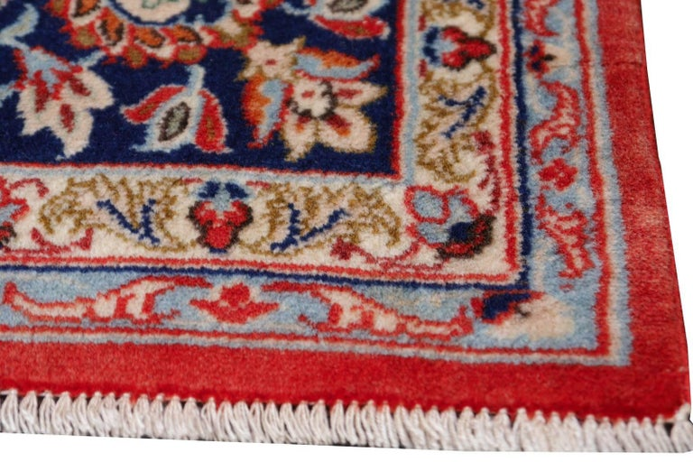 Isfahan Persian Wool and Silk Rug In Excellent Condition For Sale In Lohr, Bavaria, DE