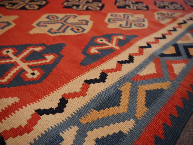 Persian Qashgai Vintage Hand Woven Kilim Rug In Excellent Condition For Sale In Lohr, Bavaria, DE