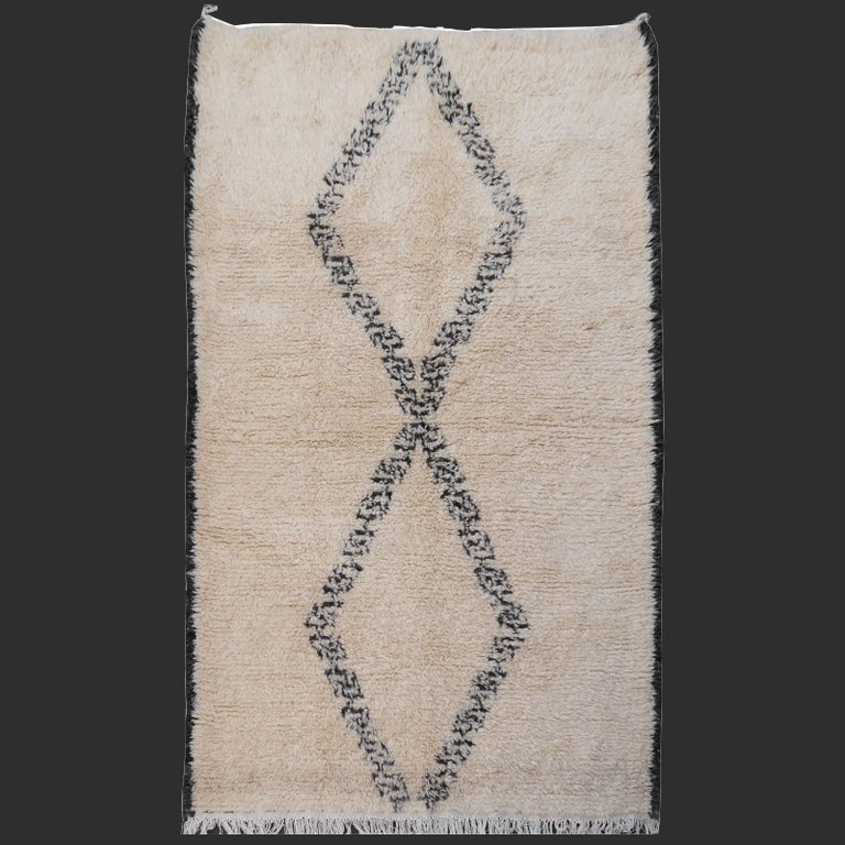 North African Beni Ourain Tribal Rug Wool White and Black Two Diamond Design In Excellent Condition For Sale In Lohr, Bavaria, DE